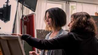 Hollywood-stjernen Sandra Bullock og Susanne Bier under indspilningerne til 'Bird Box'.
