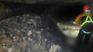 Det vil tage kloakarbejdere ugevis at fjerne fedtklumpen under byen Sidmouth.