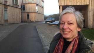 - Det er skønt at vågne op om morgenen og komme ud til et byggeri, hvor husene falder i med naturen, mener beboer Dorthe Bek Christensen.