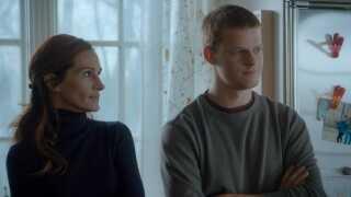 Julia Roberts spiller rollen som Holly Burns, mor til Ben Burns, der spilles af Lucas Hedges.