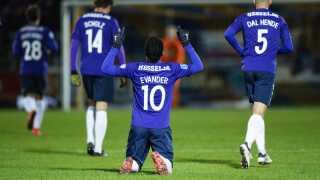 FC Midtjylland jagter FC København i toppen, men flere hold kæmper om at nå med i top seks.
