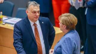 Den tyske kansler, Angela Merkel, er i samme politiske gruppe som sin ungarske kollega.