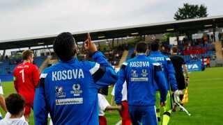 Kosovo på vej på banen mod Færøerne i 2016, hvor den lille Balkan-nation vandt 2-0.