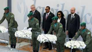 Flere prominente gæster er i Rwanda for at mindes de 800.000 mennesker, der ifølge FN gik bort under folkemordet for 25 år siden. Her ses Belgiens premierminister Charles Michel, Etiopiens premierminister  Abiy Ahmed og formanden for EU-Kommissionen, Jean-Claude Juncker.