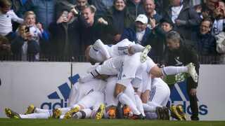 FCK fejrer Dame N'Doyes scoring til 2-1.