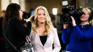 Pernille Vermund gør klar til valgkampens første partilederrunde på DR på Christiansborg, tirsdag den 7. maj 2019.