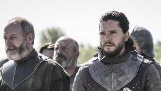 En af seriens markante personligheder, Jon Snow (t.h.), spilles af skuespilleren Kit Harington.