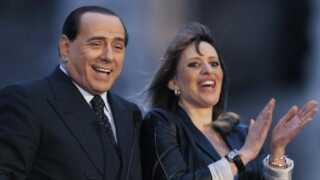 Alessandra Mussolini, barnebarn af Benito Mussolini, ses her sammen med Silvio Berlusconi.
