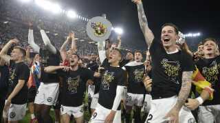 Valencia-spillerne fejrer pokaltriumfen.