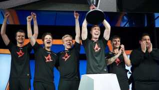 Sådan så det ud, da Astralis vandt ECS Season 6. Over weekenden har danskerne muligheden for at genvinde trofæet.