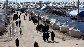 Der befinder sig mange børn i flygtningelejren  al-Hol nær grænsen mellem Syrien og Irak.