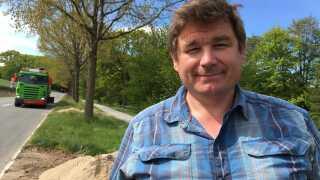 Grøftekanterne er vigtige, fordi de udgør et stort areal, som ikke bliver dyrket, siger Jens Galby. - Det er svært at få lov til at konvertere landbrugsland til naturarealer, så det derfor bliver det i grøftekanterne, vi kan skabe biodiversitet, siger han.