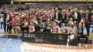 Aalborg Håndbold i guldrus efter kampen.