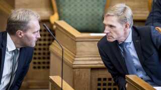 Peter Skaarup (t.v.) og Kristian Thulesen Dahl i folketingssalen.