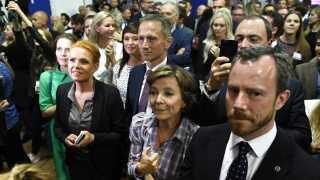 Karen Ellemann fejrer valget til EU-parlamentet med sine partifæller.