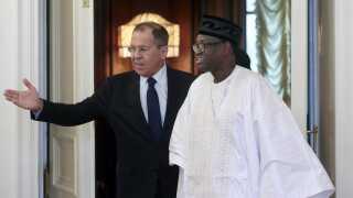 Malis udenrigsminister, Tiebile Drame (th.), har netop været på besøg i Rusland hos sin kollega Sergej Lavrov.