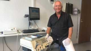 Bjørn Anderson er tandlæge i Nakskov. Han frygter, at tandlægeklinikken vil blive lukket, når han går på pension.