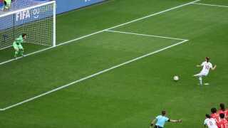 Norske Caroline Graham Hansen scorer på straffe og bringer Norge foran 1-0 mod Sydkorea