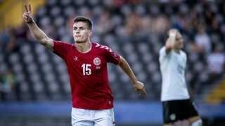 Som fingrene viser, så scorede Joakim Mæhle to mål for Danmark mod Østrig.