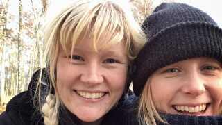 Christina er Bodils bedste veninde. De mødte hinanden i gården i den andelsforening, de begge to boede i i København. For Bodil har det været utroligt svært at flytte væk fra Christina, og hun kan mærke, at hun går og leder efter en ny ven som hende på Djursland.