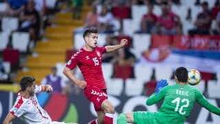 Joakim Mæhle spillede igen en god kamp for U21-landsholdet i sejren over Serbien.