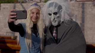 Folk ombord er klædt ud som nogle af karaktererne fra den populære tv-serie.