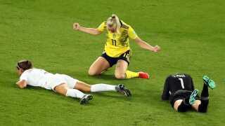 Stina Blackstenius har scoret til 1-0 mod Canada