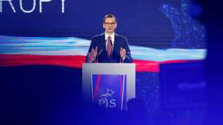 Mateusz Morawiecki står i spidsen for den polske regering, der nu har fået kritik af EU-domstolen.