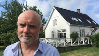 Ulrik Borberg stod til at miste en del af værdien i sit hjem, hvis der blev opført møller i nærheden af huset. Han er derfor lettet og glad over, at der ikke kommer flere landvindmøller på Bornholm.