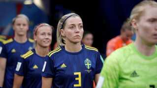 Sveriges Linda Sembrant på vej på banen.