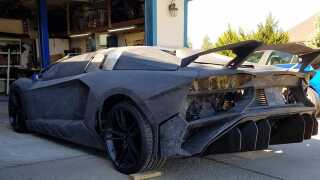Far os søn har brugt halvandet år på at bygge deres egen version af en Lamborghini Aventador.