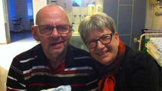 Jens Lindeberg blev i 2015 pludselig ramt af en kraftig hjerneblødning og bor i dag på plejehjem. Jette Lindeberg har på et kursus lært at håndtere situationen som pårørende til en kronisk syg mand.