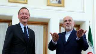Irans udenrigsminister Mohammad Javad Zarif mødtes i går med Emmanuel Bonne, som er Emmannuel Macrons diplomatiske rådgiver. I øjeblikket forsøger EU at redde de sidste stumper af atomaftalen, efter USA trak sig ud af den.