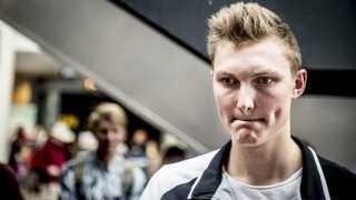 Viktor Axelsen må vente med at komme ud på badminton-banen i noget tid.