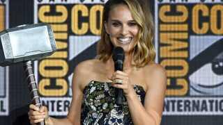 Natalie Portman skal svinge Mjølner i den kommende Thor-film.