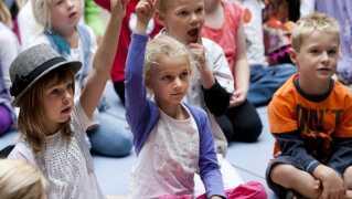 Den første tid i skolen kan være en stor omvæltning for barnet. Arkivfoto.