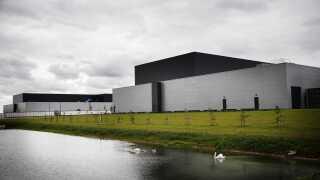 Facebook satte torsdag strøm til de første computere i det nye datacenter i Odense.