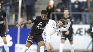 Både FC København og FC Midtjylland viser – enten af lyst eller nød - nye fodboldmæssige ansigter inden søndagens indbyrdes opgør, mener Andreas Kraul.