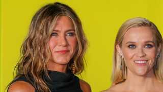 Jennifer Aniston og Reese Witherspoon er de højtprofilerede stjerner i Apple TV+'s nye seriesatsning 'The Morning Show'.