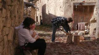 Rubén, Olalla og deres to børn er de eneste faste beboere i Armejún.