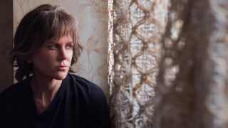 Nicole Kidman har aldrig været grimmere på film end i 'Destroyer' - og det klæder hende, mener filmanmelder Per Juul Carlsen.