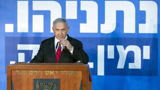 Israels premierminister står til at blive anklaget for at have modtaget bestikkelse for over 1,7 millioner kroner.