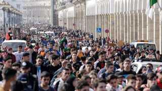 Tusinder af studerende var i går på gaden, da fem dages generalstrejke gik i gang.