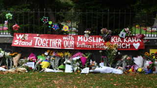 En af de mørkeste dage i New Zealands historie, lød det fra premierminister Jacinda Ardern. Mindst 49 er blevet dræbt og adskillige sårede efter et terrorangreb på to moskéer i byen Christchurch i New Zealand.