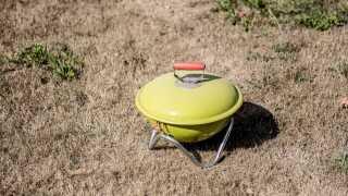 Beredskabsstyrelsen fraråder allerede nu at tage grillen i brug. Risikoen for brand er ganske enkelt for stor med det tørre vejr.