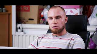 Nicholas optræder i aftenens dokumentar 'Kongerne af Kviklån'. Han skylder omkring 200.000 kroner til kviklånselskaber og kæmper med at rode sig ud af sin gæld.