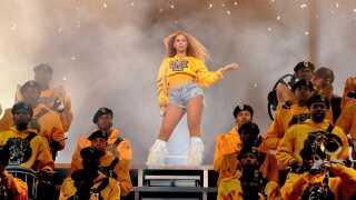 - Beyoncé har været på en rejse med konstant kunstnerisk forandrig - fra at være en del af en sammensat pigegruppe til at blive et afroamerikansk og feministisk ikon for millioner verden over, skriver Frederik Dirks Gottlieb.