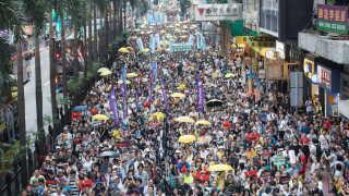 Gaderne i Hong Kong fyldt med demonstranter, der frygter, at regionen mister deres frihed.