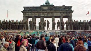 Mandagsdemonstrationer mod Berlinmuren var folkeligt forankret, og det var ikke bare partisoldater, men den almindelige borger, der var på gaden mandag efter mandag. Det gjorde en forskel, siger professor Lasse Lindekilde.