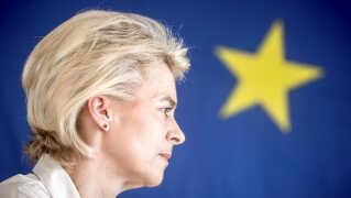 Den tyske udenrigsminister, Ursula von der Leyen, får hårde ord med på vejen, blandt andet fra tidligere formand for EU-Parlamentet, Martin Schultz.
